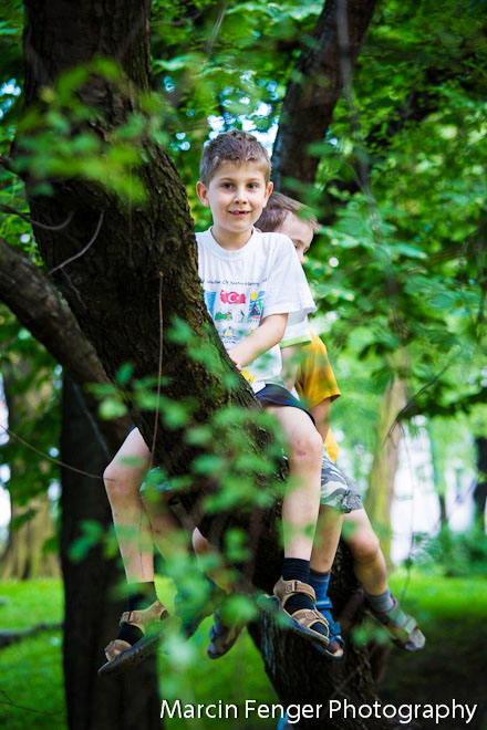 Rowery i drzewa - fotografia dziecięca w plenerze